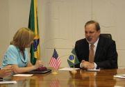 """""""Relações comerciais com Estados Unidos são prioritárias"""", afirma Armando Monteiro"""
